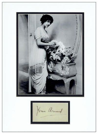 Yvonne Arnaud Autograph Signed Display